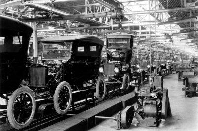 Ford-linea-montaje-1924.jpg